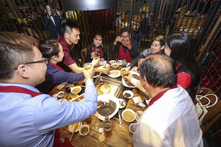 泰国公主郑州吃巴奴